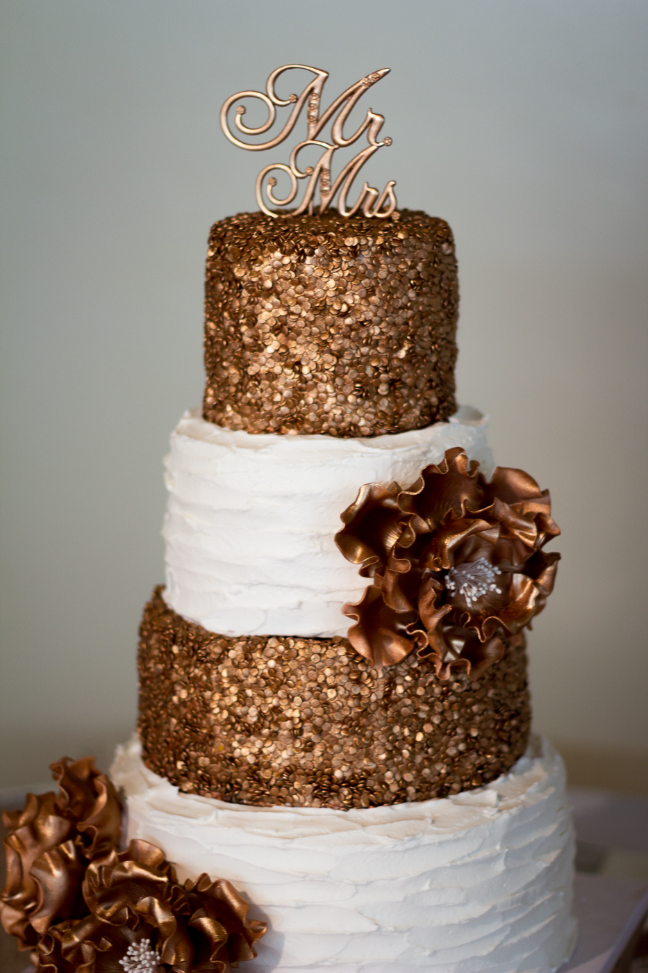 Beautiful And Unique Bronze Cream Cake At A Wedding Reception The Pierpont Inn In Ventura Ca Photo By Finally Forever Photography Orange County