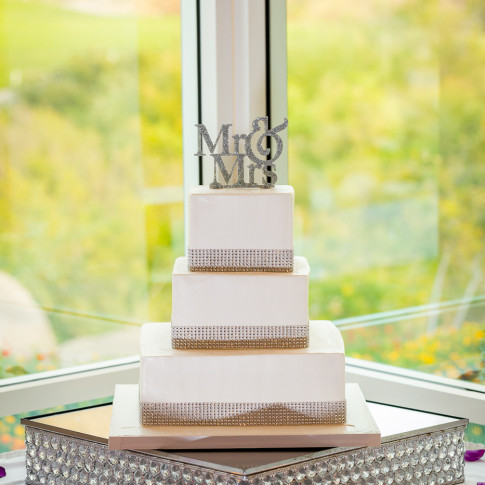 Amazing Small Wedding Cake Golf Course Wedding