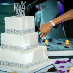 Picture of the Bride cutting the cake at Hidden Valley Golf Club, Corona California