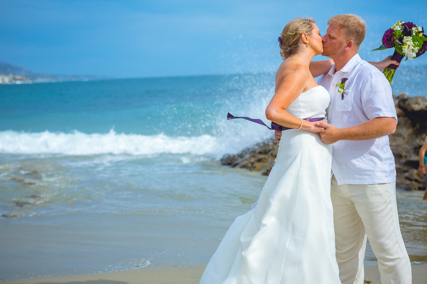 Couple kissing at amazing beach wedding in laguna beach
